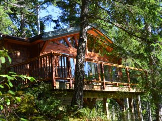 Cabin On The Cove, Quadra Island waterfront cabin - Quathiaski Cove vacation rentals
