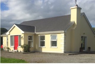Lovely Cottage with Satellite Or Cable TV and Parking - Coolnagarrahy vacation rentals