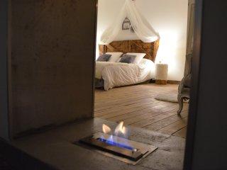 O²suites chambre scandinave avec jacuzzi privatif - Bernis vacation rentals