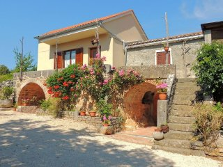 12201 Rustic cheerful apartment - Kapovci vacation rentals