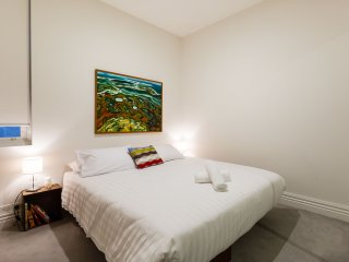 Gorgeous 1 bedroom Apartment in Fitzroy with A/C - Fitzroy vacation rentals