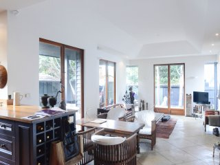 2 bedroom Apartment with Internet Access in St Kilda - St Kilda vacation rentals