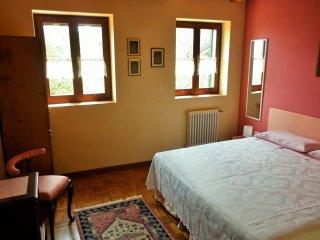 Camera delle Rose - La Casa nel Bosco Vicenza |B&B - Isola Vicentina vacation rentals