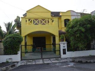 Eden Island Homestay - Batu Ferringhi vacation rentals