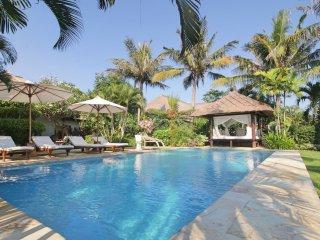 Four Bedroom Beachfront Villa Segara Indah Bali - Temukus vacation rentals