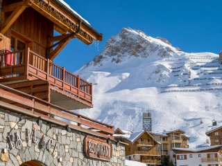 Perfect Apartment in Tignes with Shared Outdoor Pool, sleeps 9 - Tignes vacation rentals