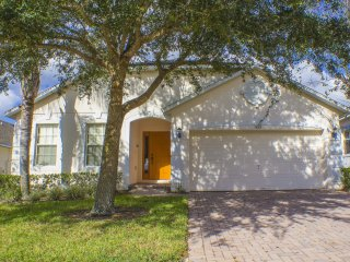 SUPER 4 Bed Villa With Pool,Spa,Games Room & Wifi - Davenport vacation rentals