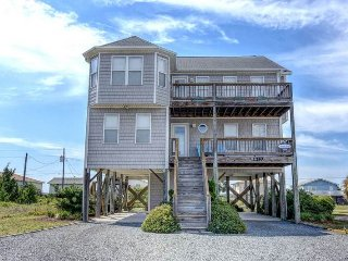 Sunny 4 bedroom Topsail Beach House with Porch - Topsail Beach vacation rentals