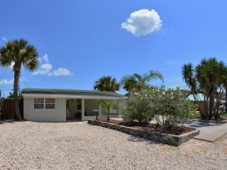 Just 200 ft from Beach, Large Driveway, Pet Friendlly, Great Rates and Reviews - Ormond Beach vacation rentals