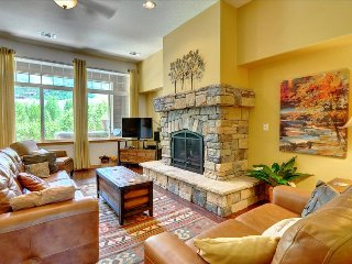 BLUE ANGLER TOWNHOME: 3 bed/3.5 bath Mountain and River Views, Upscale - Silverthorne vacation rentals