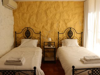 FAMILY VILLA IN GUINCHO -  THE TWIN ROOM - Cascais vacation rentals