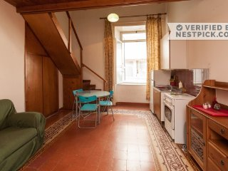 Ginestra Studio to feel neapolitan life & history - Naples vacation rentals