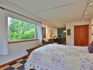 """Langley Walk-About / The Garden Room"" - Langley vacation rentals"