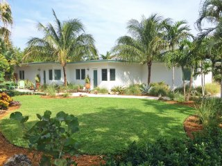 Private 1/1 At The Beach - Best Location!! - Lauderdale by the Sea vacation rentals