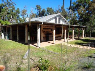 Byfield Cabins ,A Quiet Bushland Couples Retreat . - Byfield vacation rentals