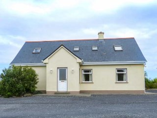 2A GLYNSK HOUSE, open fire, country location, ideal touring base near Carna Ref 20733 - Carna vacation rentals