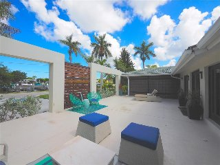 The Boat House on the Bay - Walk to 5th Ave Restaurants and Beach - Naples vacation rentals