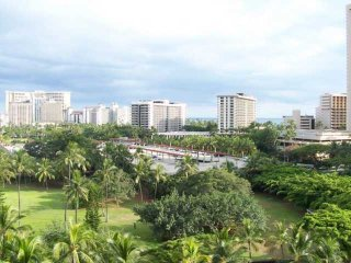 Honolulu-Waikiki 2BR, Den Home-Beach-Shop-Dine - Honolulu vacation rentals