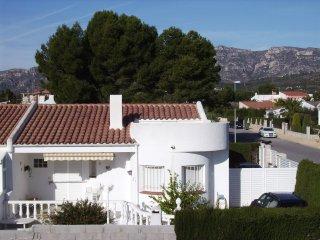 Cozy 3 bedroom Calafat House with A/C - Calafat vacation rentals