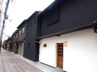 Kumo Machiya Stay Premium-Sijo Riverside 雲町屋.高瀬望月楼 - Kyoto vacation rentals