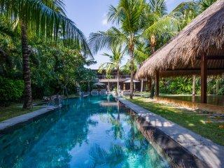Superb 7 bedrooms villa in Seminyak - Villa Yoga - Kuta vacation rentals