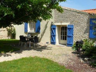 """Gîte """"le Farfadet"""" avec piscine en sud-vendée - Fontenay-le-Comte vacation rentals"""