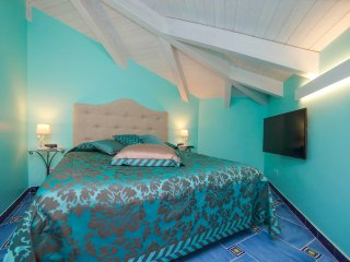 3 rooms: main centre of Amalfi, WiFi, breakfast - Amalfi vacation rentals