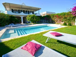 Bright Villa in San Cataldo with A/C, sleeps 9 - San Cataldo vacation rentals