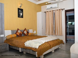 3 bedroom Condo with Elevator Access in Nagpur - Nagpur vacation rentals