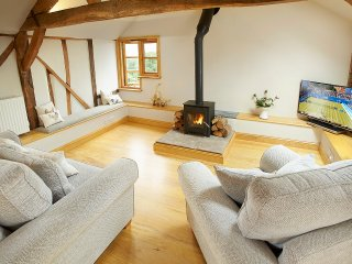 Lovely Barn with Television and DVD Player - Orleton vacation rentals