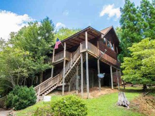 Cozy & Pet Friendly Cabin - Close to Attractions - Perfect Smokies Getaway! - Sevierville vacation rentals
