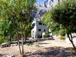 Dalmatian House In Quiet Surroundings - Makarska vacation rentals