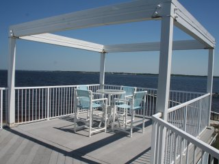 Large 4 bedroom- Sleeps 10 - Roof Top Deck - Pensacola Beach vacation rentals