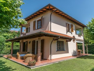 4 bedroom Villa with Housekeeping Included in Forte Dei Marmi - Forte Dei Marmi vacation rentals
