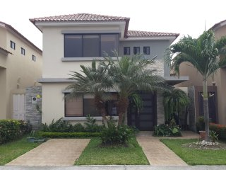 Nice 3 bedroom Guayaquil House with Internet Access - Guayaquil vacation rentals