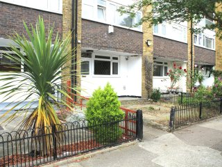 GREAT LOCATION 4 BED IN BETHNAL GREEN WITH GARDEN - London vacation rentals