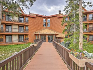 Alluring 2BR Silverthorne Condo w/Wifi, Mountain Views, Stone Fireplace, Community Pool, Sauna, Hot Tub & Much More! - Silverthorne vacation rentals