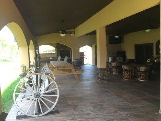 Cozy House with Internet Access and A/C - Edinburg vacation rentals