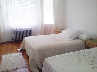 Cozy 2 bedroom Condo in West New York - West New York vacation rentals