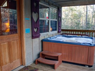 Romantic Cabin with Microwave and Hot Tub - Helen vacation rentals