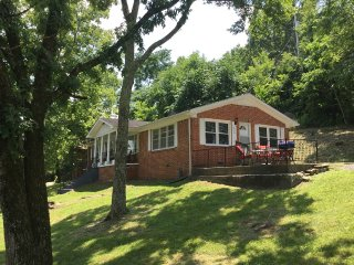 Jules Gem- A stones throw away from Center Hill - Lancaster vacation rentals