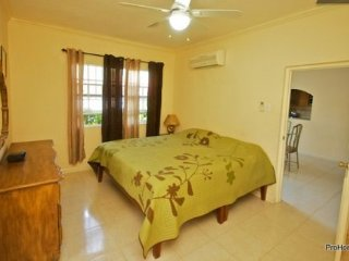 Kingston Jamaica Modern Vacation Apartment - Saint Andrew Parish vacation rentals