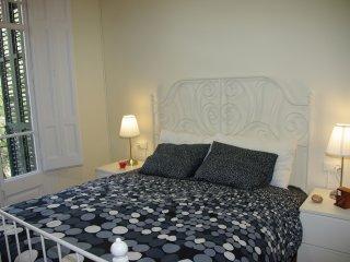 Gran Apartamento, soleado y seguro. IDEAL FAMILIAS - Barcelona vacation rentals
