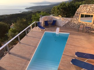 Pink House with great sea views, small pool, tennis, 7 minutes drive to the sea. - Skinaria vacation rentals