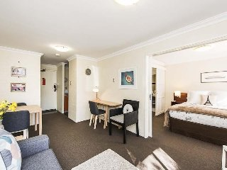 Perfect 1 bedroom Subiaco Apartment with Dishwasher - Subiaco vacation rentals