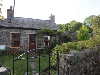 'Chocolate Box' 1 Bed Cottage in Llanberis - Llanberis vacation rentals