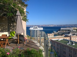 Appartement Centre Ville avec Jardin Suspendu 65m2 - Marseille vacation rentals