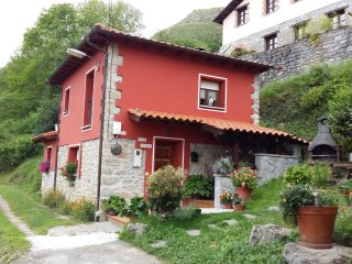 Bright 2 bedroom Cottage in Asturias - Asturias vacation rentals