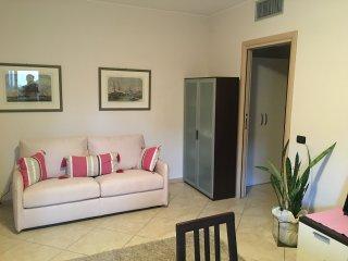 Manerba del Garda: Bilocale fronte lago Estivo - Manerba del Garda vacation rentals