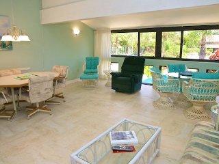 Casa Del Mar Resort - Courtyard View ... F21 - Longboat Key vacation rentals
